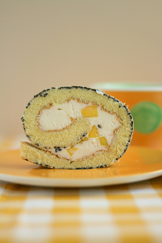 Black sesame roll cake
