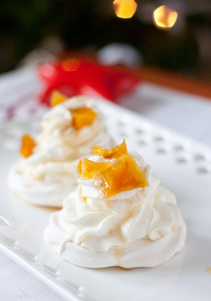 Pavlova with mango jam
